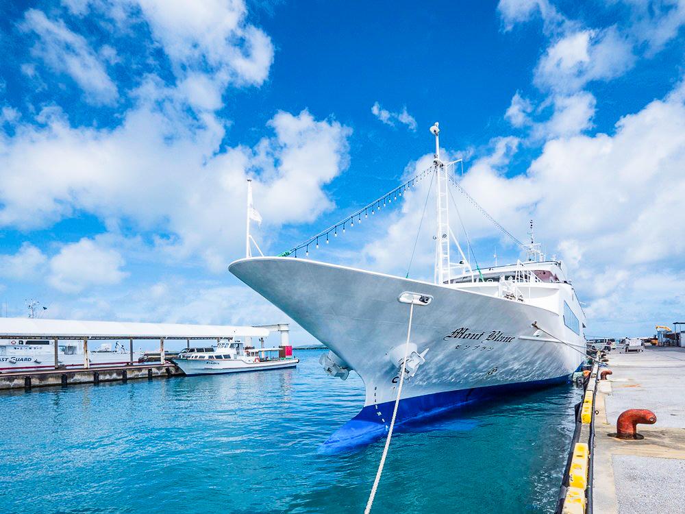 伊良部島のモーニングクルーズ船