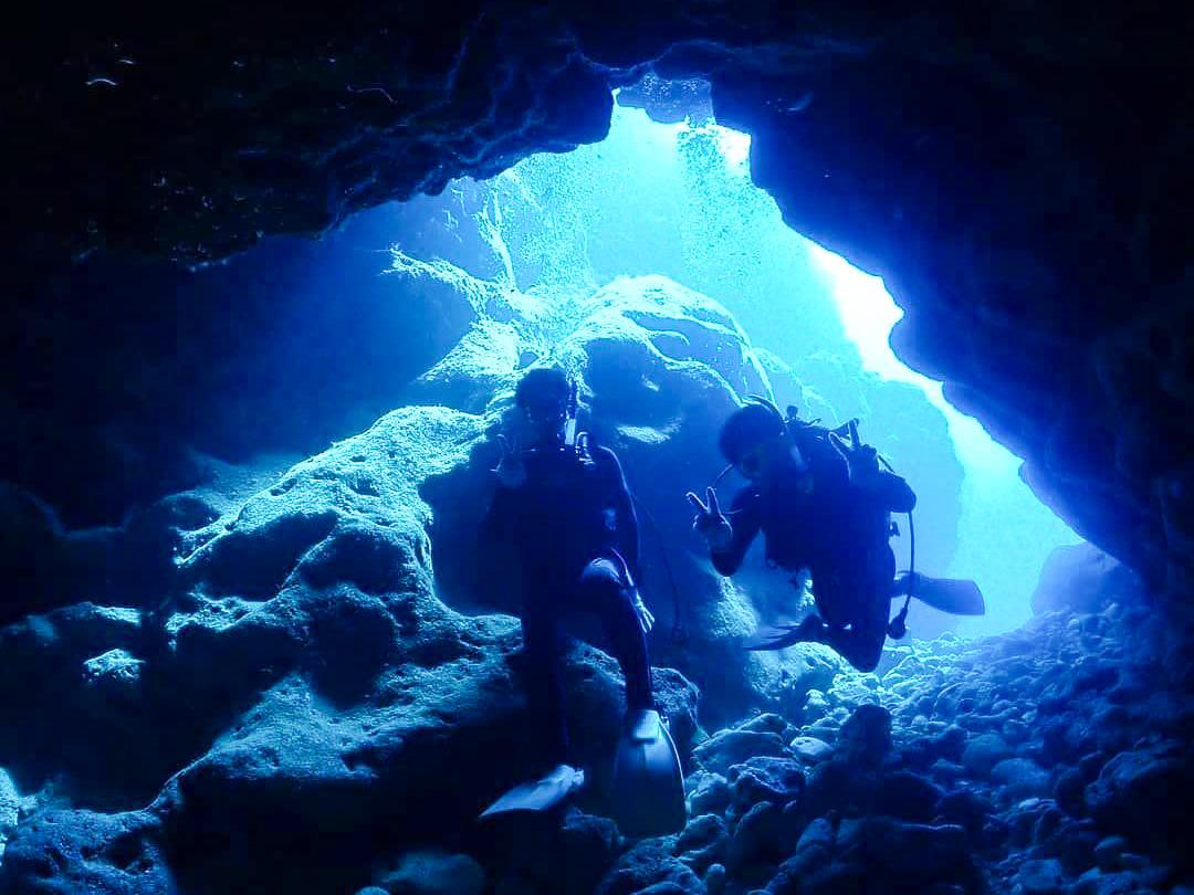 青の洞窟でボートダイビングを楽しむ