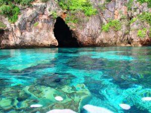 宮古島の観光スポットの青の洞窟シュノーケリング