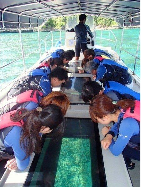 宮古島のアクティビティのグラスボート遊覧