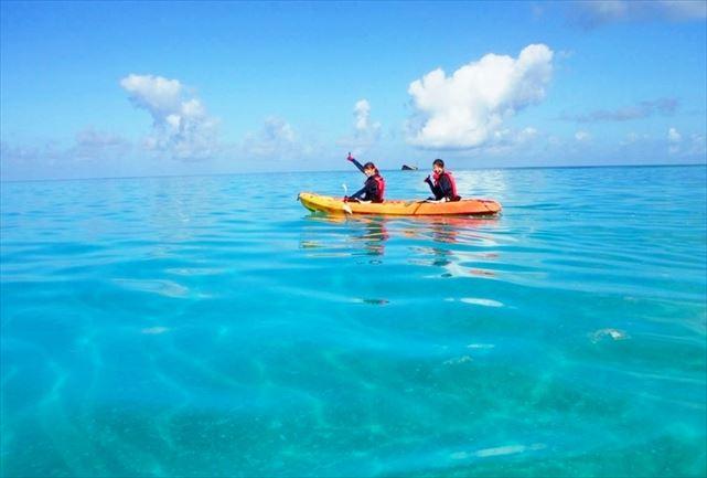 伊良部島の美しい海をシーカヤック