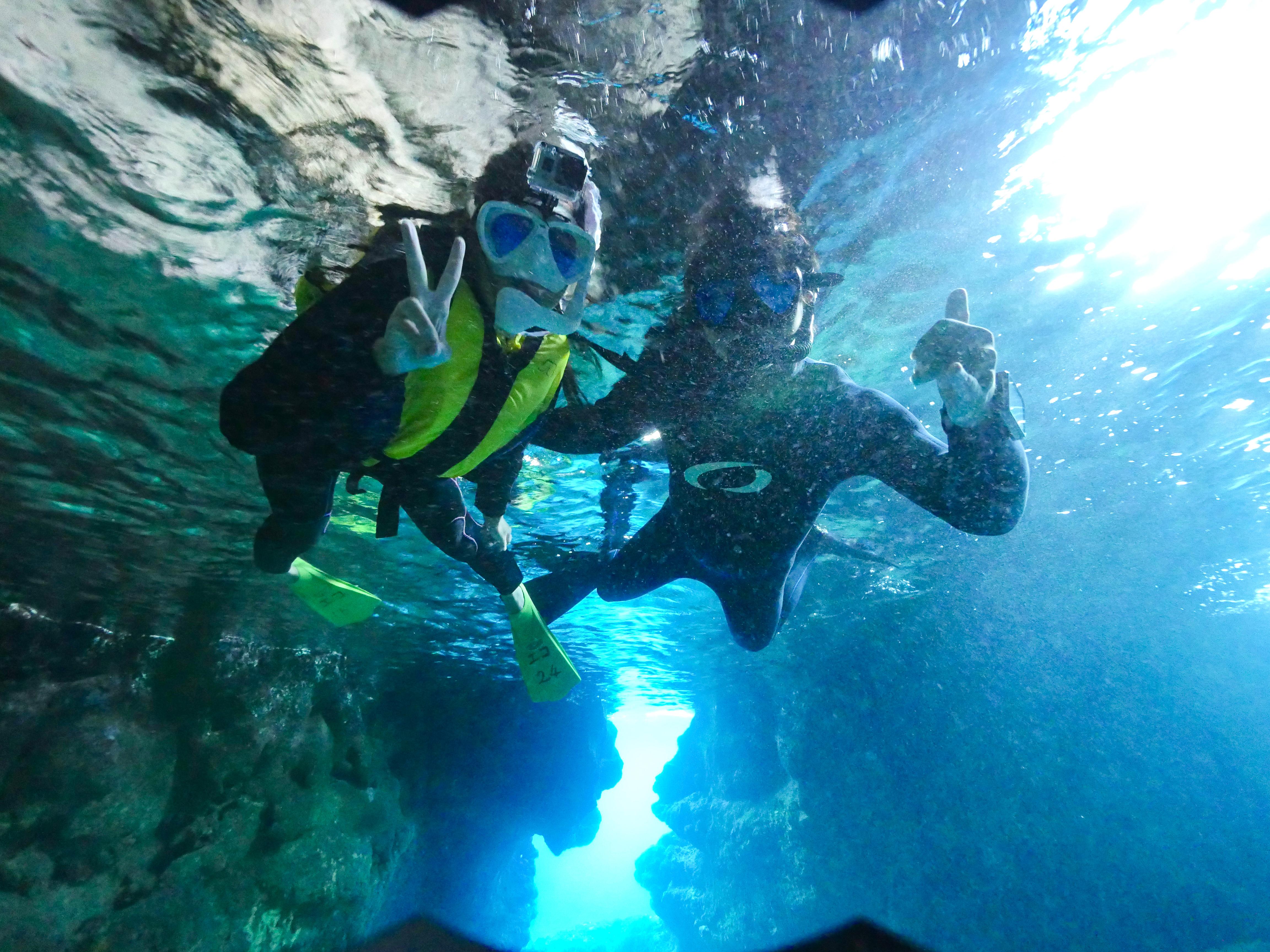 カップルで青の洞窟シュノーケリング体験