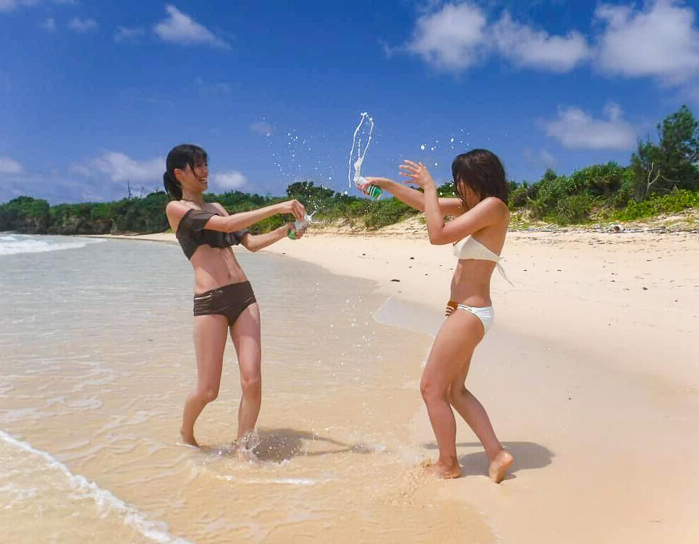 女子旅でビーチを楽しむ