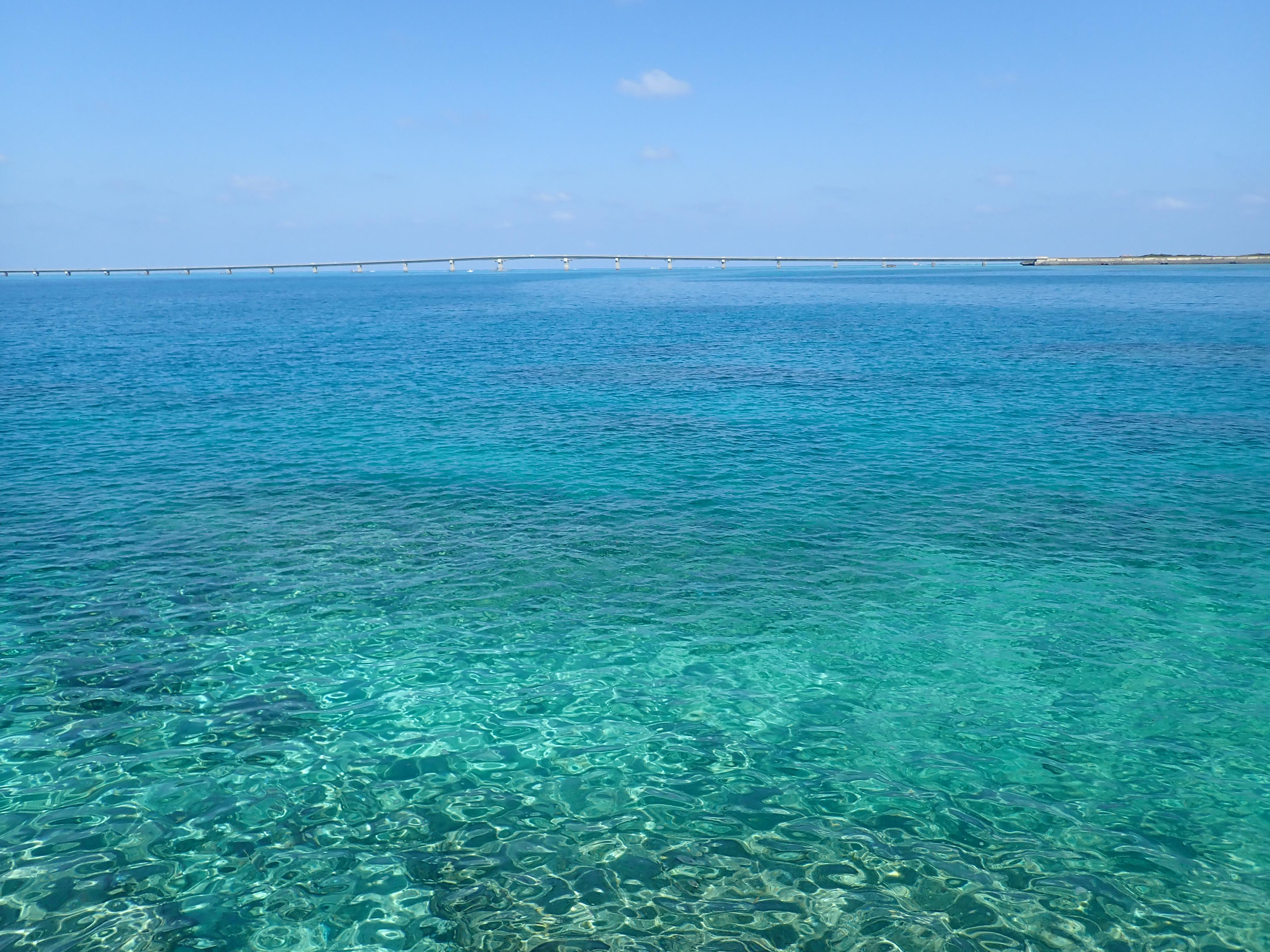 西平安名崎から見る池間島