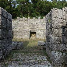 宮古島の観光スポットの知利真良豊見親の墓
