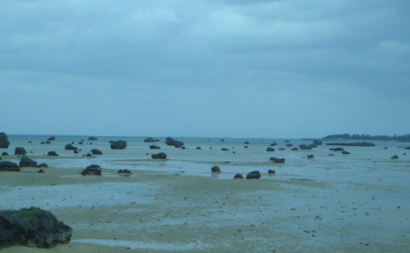 伊良部島の観光スポットの佐和田の浜