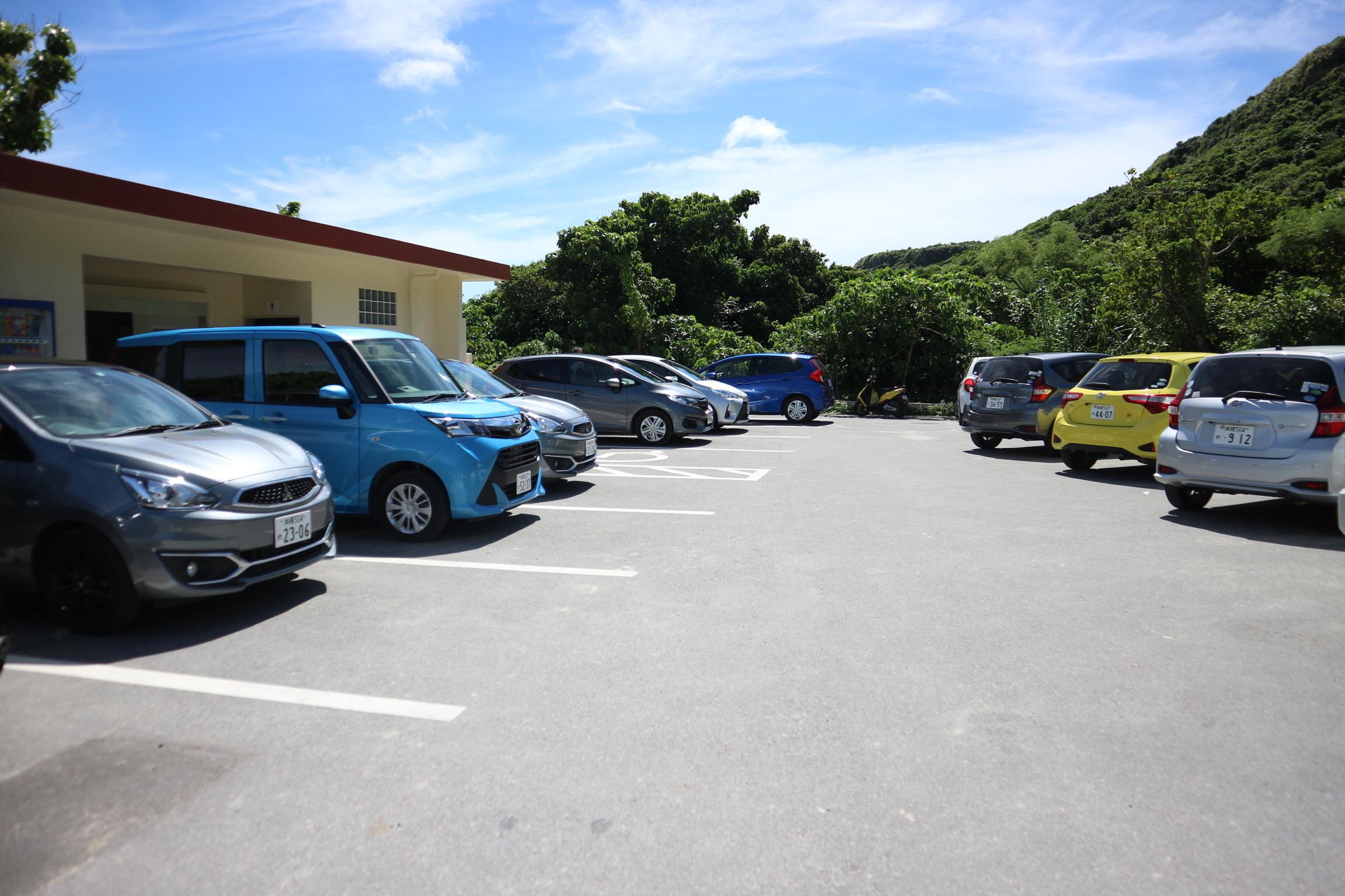 新城海岸の駐車場