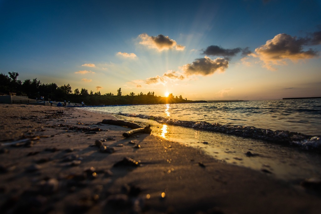 宮古島のパイナガマビーチの夕日