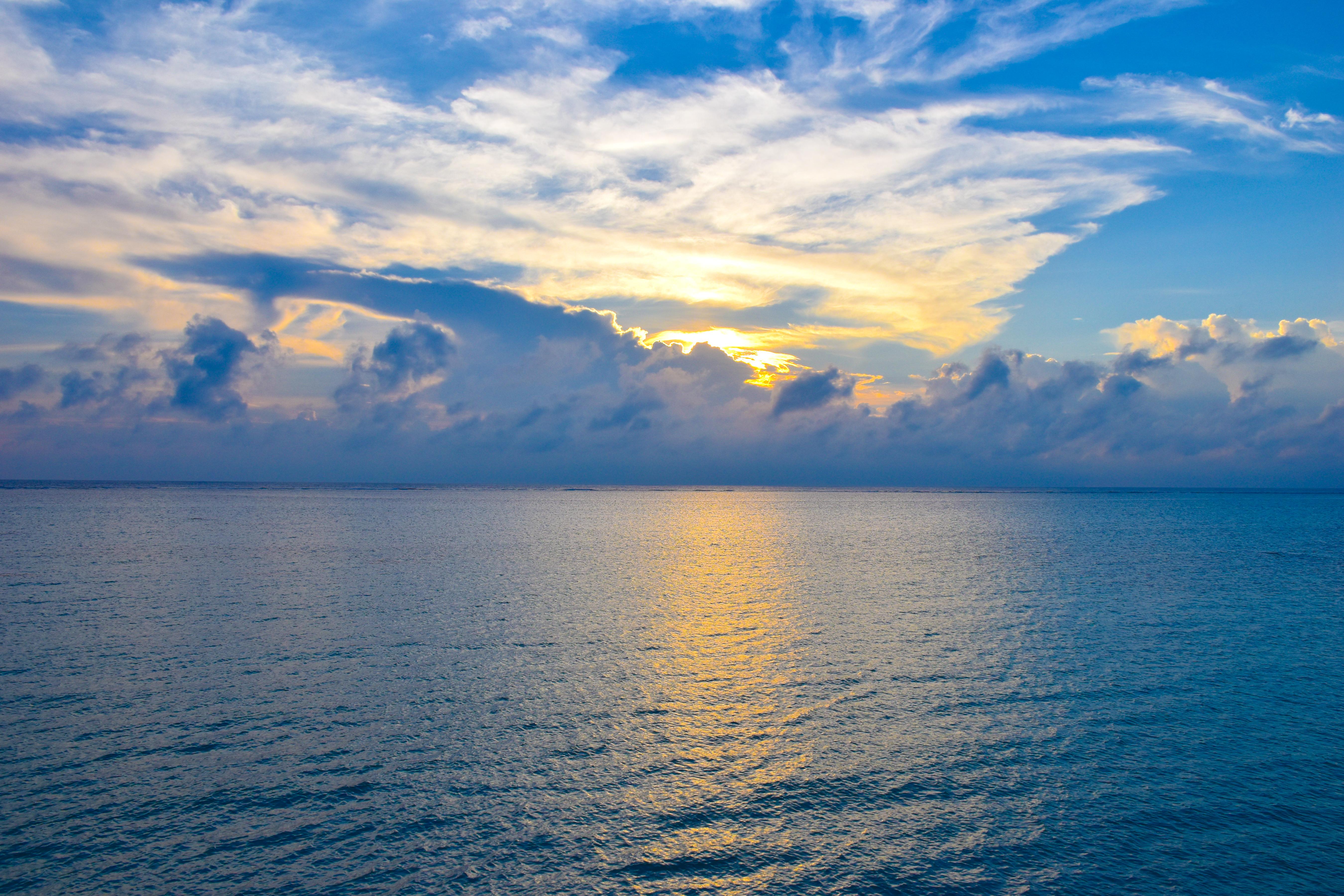 宮古島のシュノーケリングのサンセットビーチの夕日