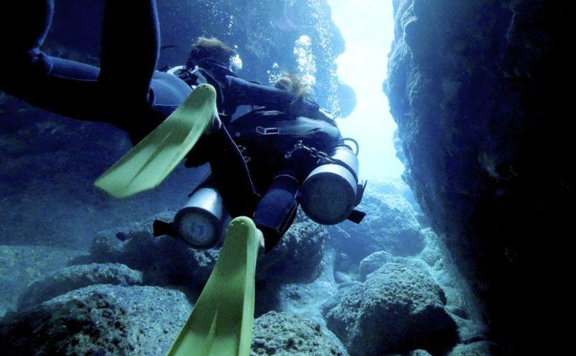 宮古島のダイビングの青の洞窟