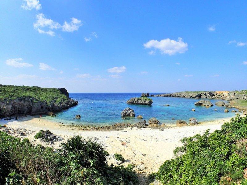 天然の水族館といわれる中の島ビーチ
