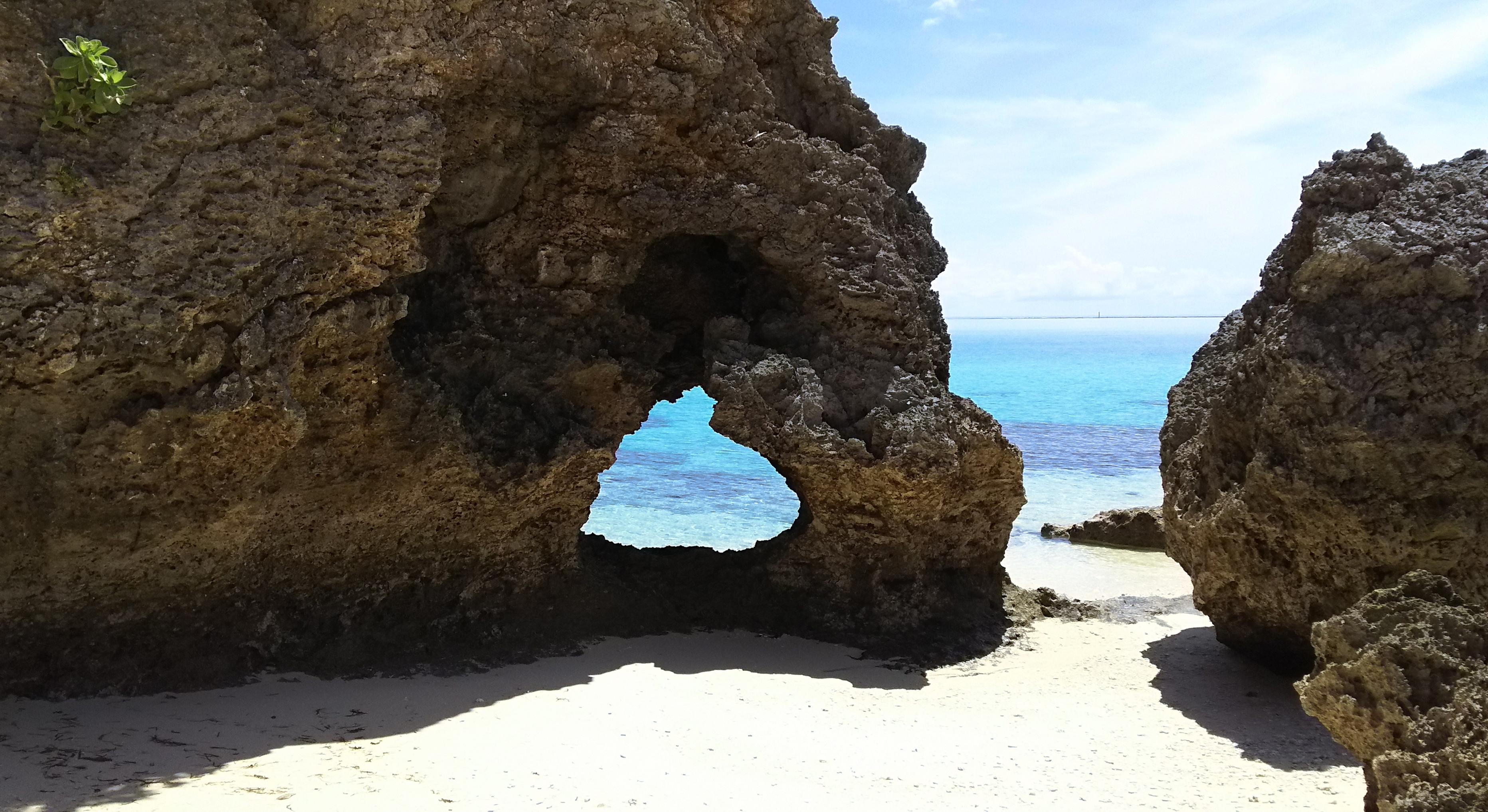 池間島のハート岩