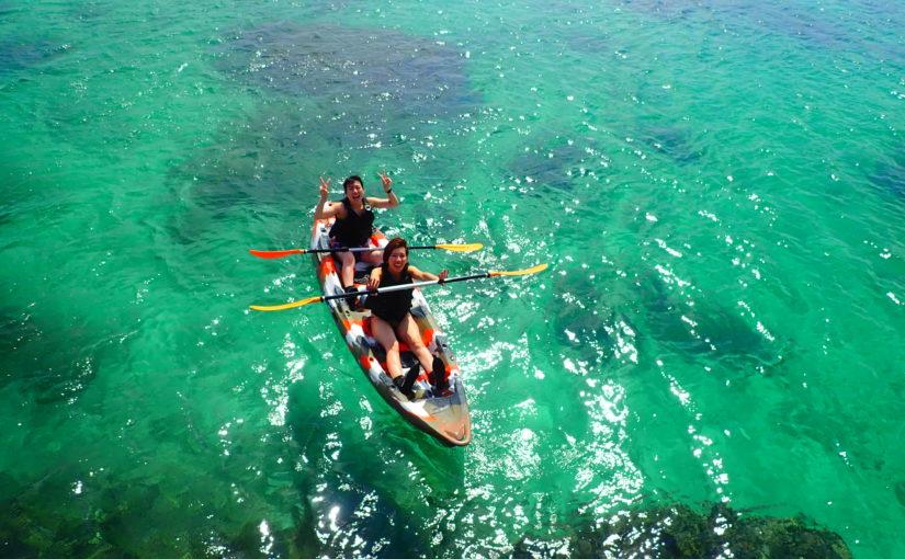 エメラルドグリーンの海でシーカヤック