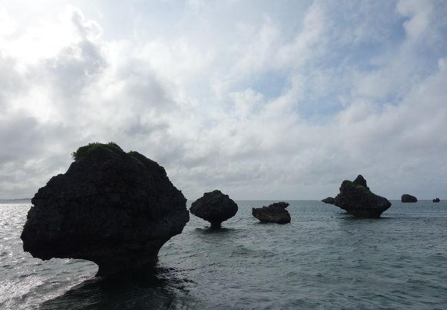 大神島の観光スポットの奇岩ノッチ