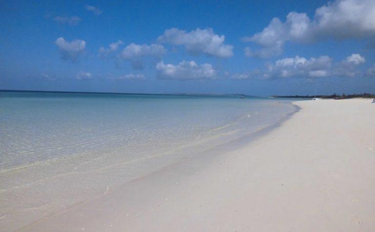 来間島の観光スポットのムスヌン浜